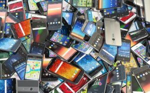carry more than one mobile phone to Pakistan without paying duty tax?